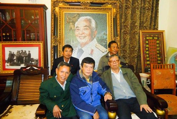 Đoàn vào thăm gia đình đại tướng Võ Nguyên Giáp, tiếp