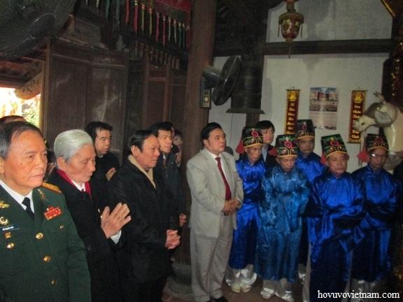 GAI Viet Nam Coi Chuong