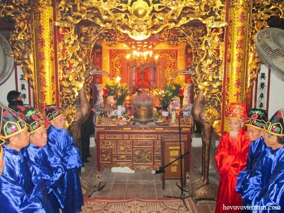 Đoàn Hội đồng dòng họ Vũ - Võ Việt Nam làm lễ dâng